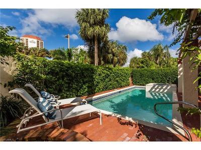 Naples Single Family Home For Sale: 501 Bay Villas Ln