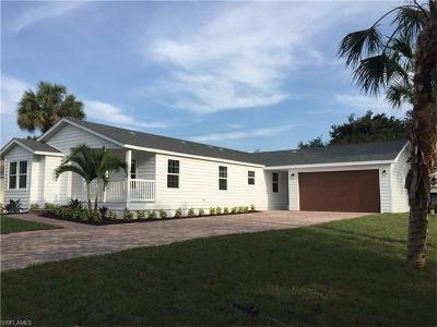 Bonita Springs Single Family Home For Sale: 4671 Villa Capri Ln