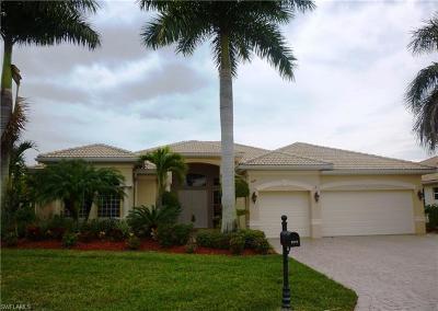 Naples Single Family Home For Sale: 5018 Cerromar Dr