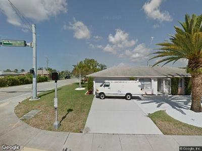 Cape Coral Single Family Home For Sale: 712 Santa Barbara Blvd