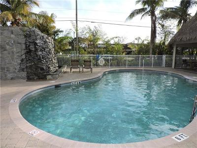 Bonita Springs Condo/Townhouse For Sale: 4450 Chickee Hut Ct #204