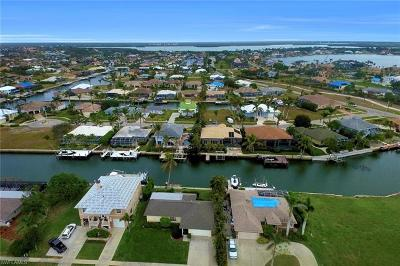 Marco Island Single Family Home For Sale: 451 Barcelona Ct