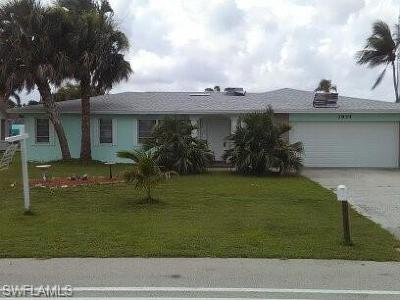 Cape Coral Single Family Home For Sale: 1934 Cornwallis Pky