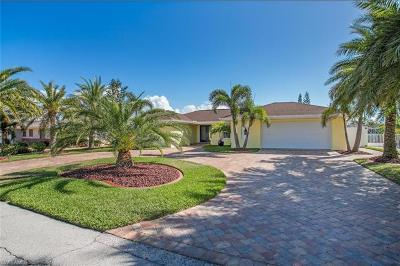 Fort Myers Beach Single Family Home For Sale: 400 Donora Blvd