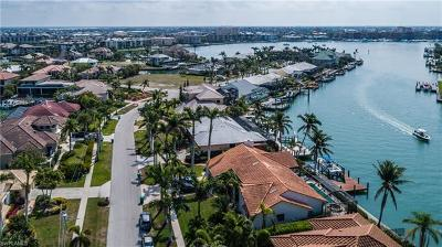 Marco Island Single Family Home For Sale: 679 Rockport Ct
