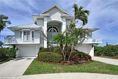 Marco Island Single Family Home For Sale: 1060 Bond Ct
