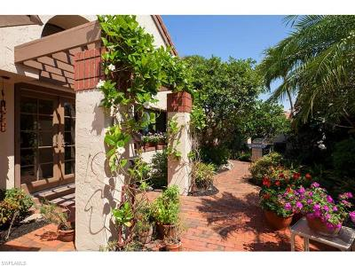 Naples Single Family Home For Sale: 585 Bay Villas Ln #88
