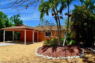Bonita Springs Single Family Home For Sale: 129 1st St