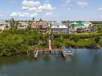 Fort Myers Beach Single Family Home For Sale: 21533 Indian Bayou Dr