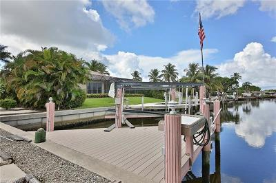Marco Island Single Family Home For Sale: 748 N Barfield Dr