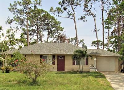 Bonita Springs Single Family Home For Sale: 10690 Bonita Dr
