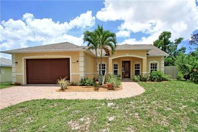 Bonita Springs Single Family Home For Sale: 10127 Sunshine Dr