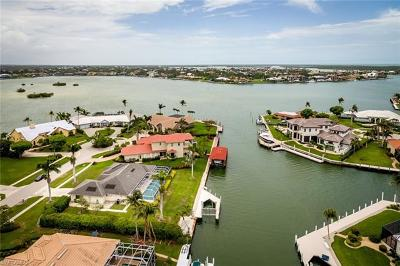 Marco Island Single Family Home For Sale: 570 Hammock Ct