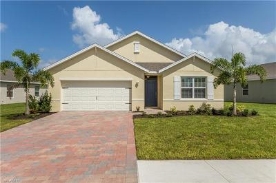 Cape Coral Single Family Home For Sale: 2631 Manzilla Ln