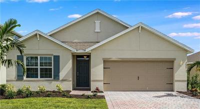 Cape Coral Single Family Home For Sale: 2625 Manzilla Ln