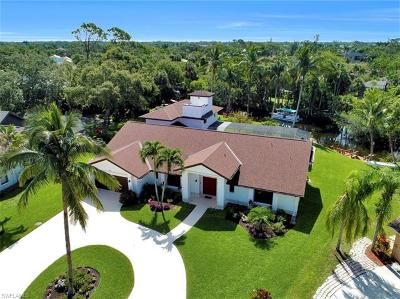 Naples Single Family Home For Sale: 152 Oakwood Dr
