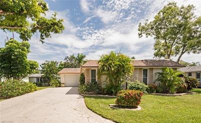Naples Single Family Home For Sale: 210 Lanchester Ct