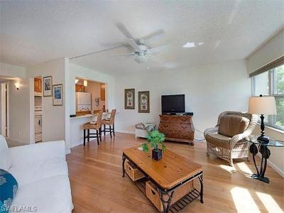 Naples Condo/Townhouse For Sale: 1085 Forest Lakes Dr #8305