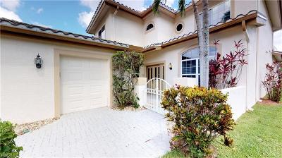 Naples Single Family Home For Sale: 6023 Fairway Ct