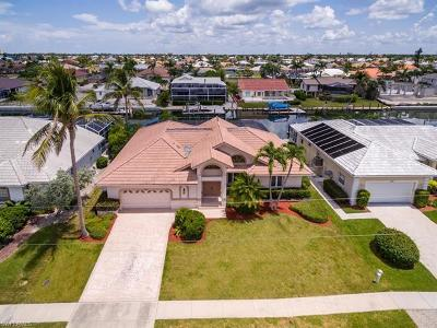 Marco Island Single Family Home For Sale: 1124 Lighthouse Ct
