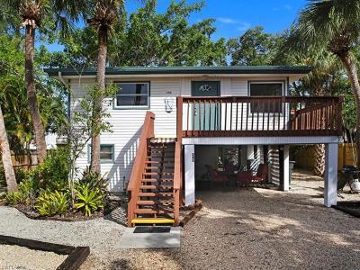 Fort Myers Beach Multi Family Home For Sale: 239/243 Dakota Ave
