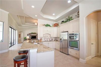 Naples Single Family Home For Sale: 922 Tivoli Ct
