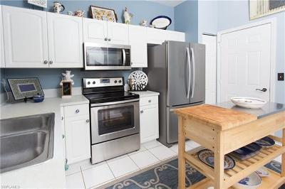 Fort Myers Condo/Townhouse For Sale: 3630 Pine Oak Cir #103