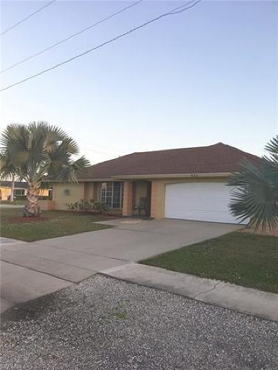 Marco Island Single Family Home For Sale: 933 Maple Ave