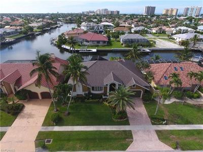 Marco Island Single Family Home For Sale: 807 Bluebonnet Ct