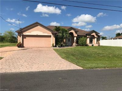 Cape Coral Single Family Home For Sale: 326 NE 18th Ave