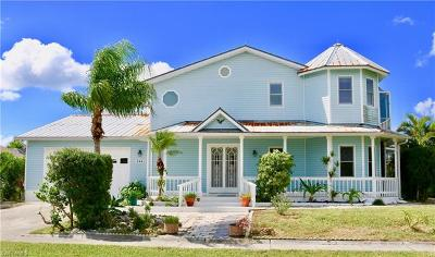 Marco Island Single Family Home For Sale: 266 Sand Hill St