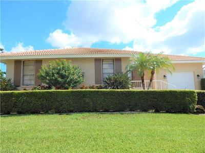 Marco Island Single Family Home For Sale: 520 Tigertail Ct