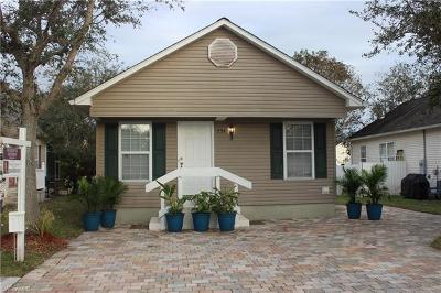 Naples FL Single Family Home For Sale: $208,000