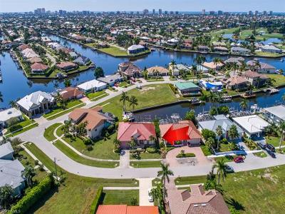 Marco Island Single Family Home For Sale: 206 Seahorse Ct