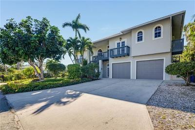 Bonita Springs Single Family Home For Sale: 27253 Barbarosa St