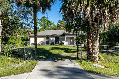 Naples Single Family Home For Sale: 5331 Hickory Wood Dr