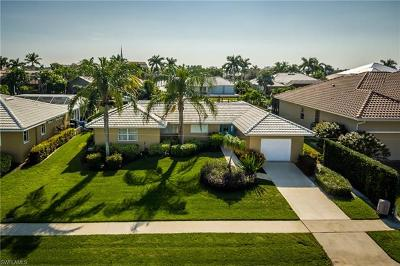 Marco Island Single Family Home For Sale: 837 Magnolia Ct