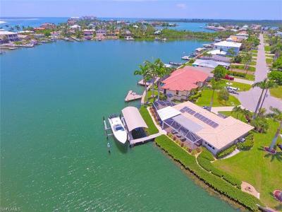Naples Single Family Home For Sale: 160 Tahiti St