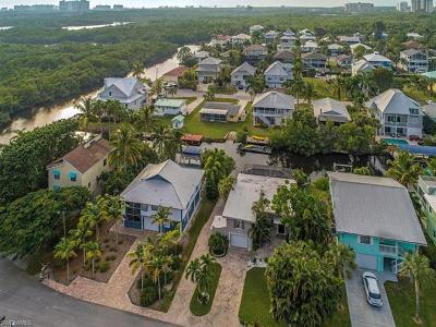 Naples Single Family Home For Sale: 1283 Grand Canal Dr