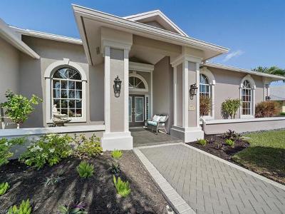 Naples Single Family Home For Sale: 2035 Castle Garden Ln