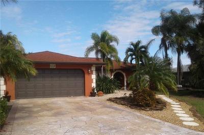 Bonita Springs Single Family Home For Sale: 3700 Bailes St
