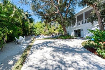 Marco Island Single Family Home For Sale: 1846 Granada Dr