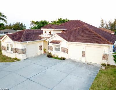 Cape Coral Single Family Home For Sale: 3423 S Chiquita Blvd