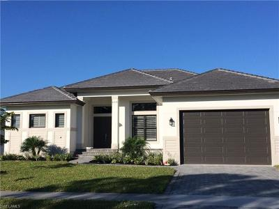 Marco Island Single Family Home For Sale: 230 Bermuda Rd