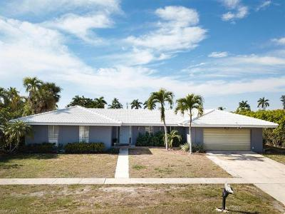 Marco Island Single Family Home For Sale: 812 Chestnut Ct