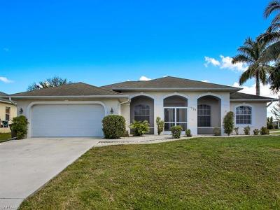 Cape Coral Single Family Home For Sale: 1725 SW 10th Ave