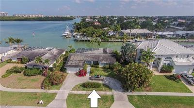 Marco Island Single Family Home For Sale: 818 Perrine Ct