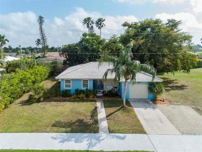 Marco Island Single Family Home For Sale: 469 Yellowbird St