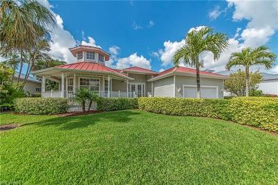 Bonita Springs Single Family Home For Sale: 27090 Flamingo Dr