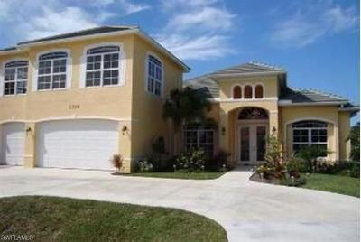 Cape Coral Single Family Home For Sale: 5328 Mayfair Ct